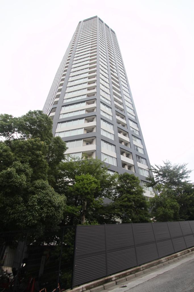 東京都新宿区、四谷三丁目駅徒歩12分の築8年 38階建の賃貸マンション