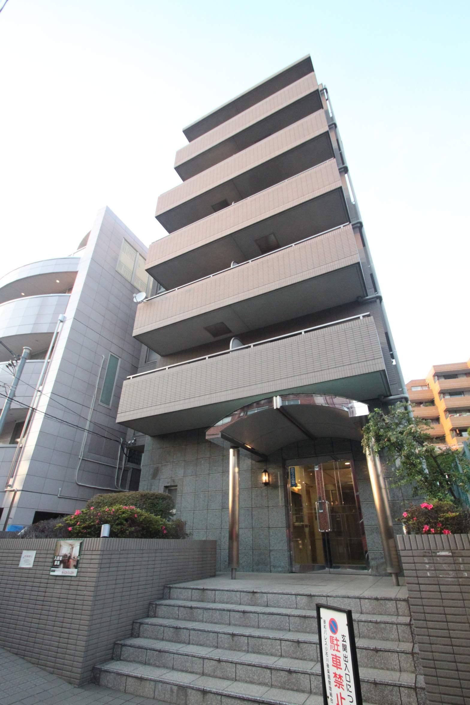 東京都文京区、後楽園駅徒歩9分の築17年 6階建の賃貸マンション