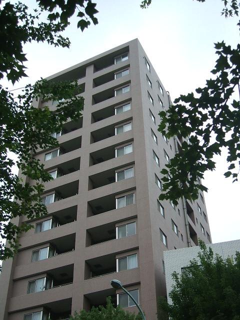 東京都新宿区、市ケ谷駅徒歩6分の築11年 15階建の賃貸マンション