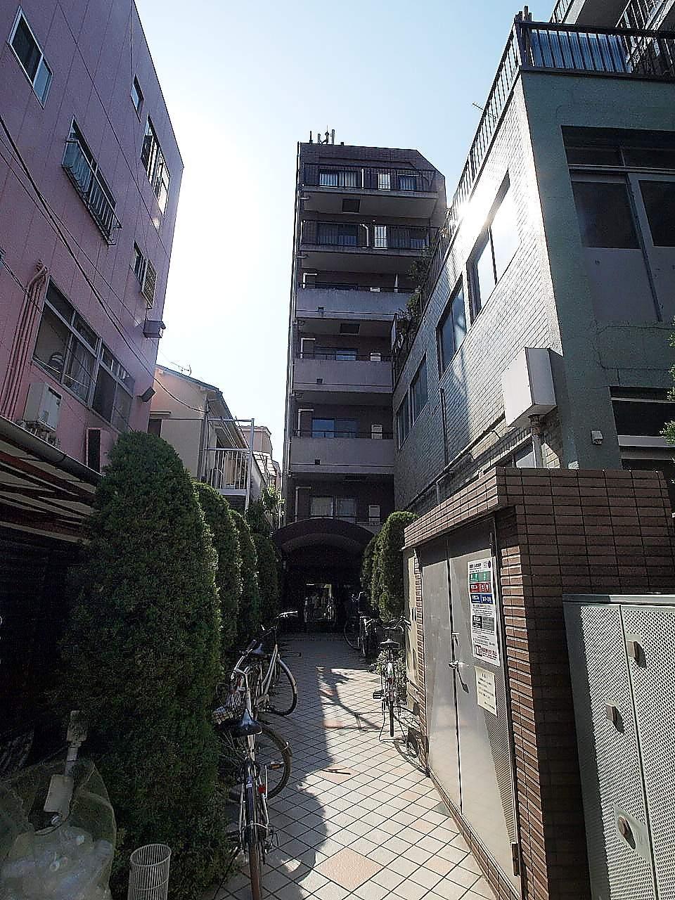 東京都文京区、神楽坂駅徒歩11分の築18年 7階建の賃貸マンション
