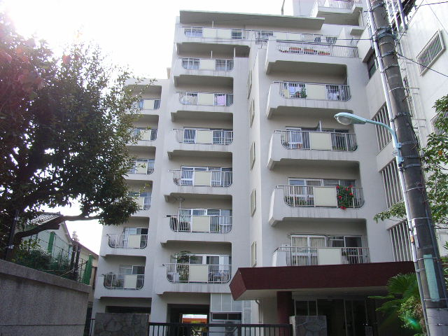 東京都豊島区、目白駅徒歩11分の築48年 10階建の賃貸マンション