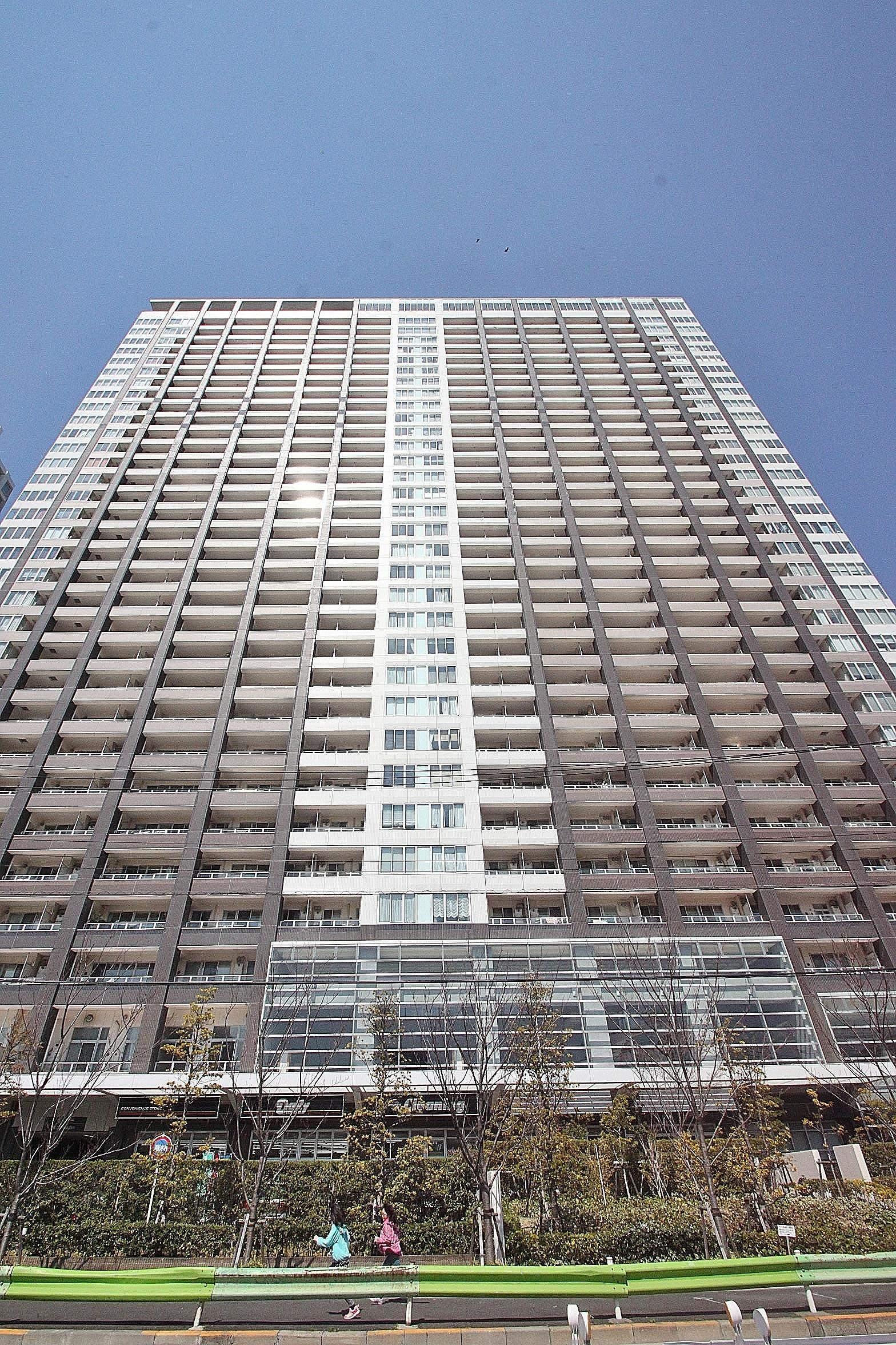 東京都江東区、有明駅徒歩10分の築8年 33階建の賃貸マンション