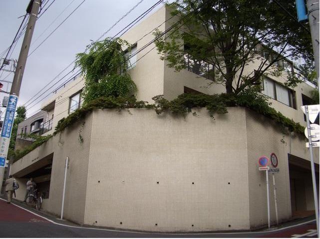東京都新宿区、信濃町駅徒歩12分の築35年 3階建の賃貸マンション