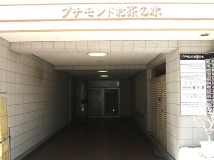 東京都文京区、御茶ノ水駅徒歩4分の築35年 9階建の賃貸マンション