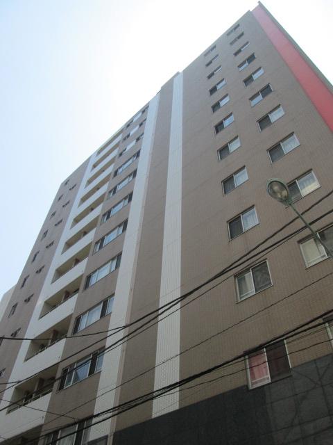 東京都中央区、新橋駅徒歩7分の築11年 13階建の賃貸マンション