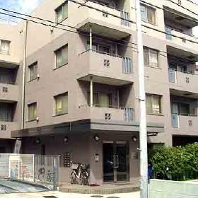 東京都渋谷区、千駄ケ谷駅徒歩4分の築17年 5階建の賃貸マンション