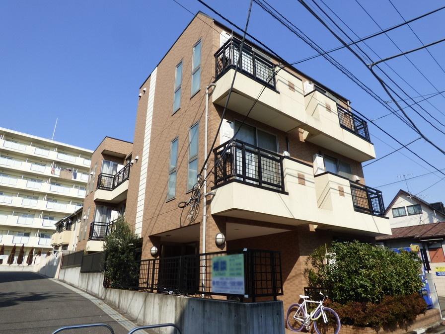 東京都渋谷区、幡ヶ谷駅徒歩9分の築12年 3階建の賃貸マンション