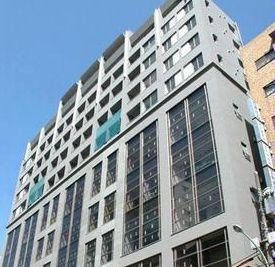 東京都新宿区、信濃町駅徒歩7分の築13年 12階建の賃貸マンション