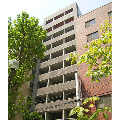 東京都新宿区、新宿御苑前駅徒歩4分の築14年 11階建の賃貸マンション