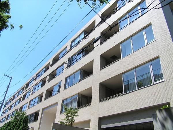 東京都新宿区、信濃町駅徒歩8分の築13年 6階建の賃貸マンション