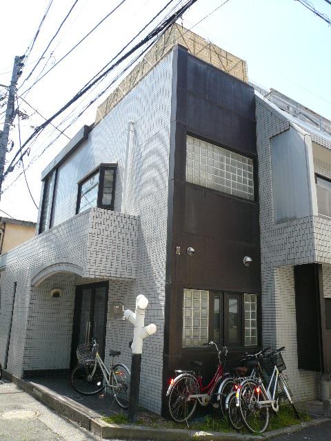 東京都新宿区、西新宿駅徒歩6分の築27年 3階建の賃貸マンション