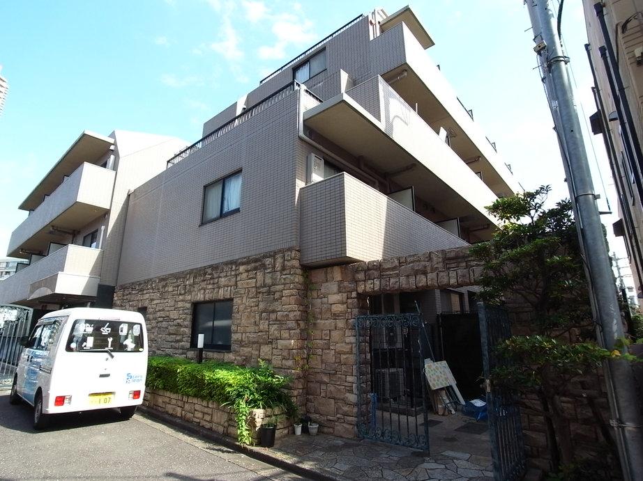 東京都新宿区、四谷三丁目駅徒歩10分の築17年 5階建の賃貸マンション
