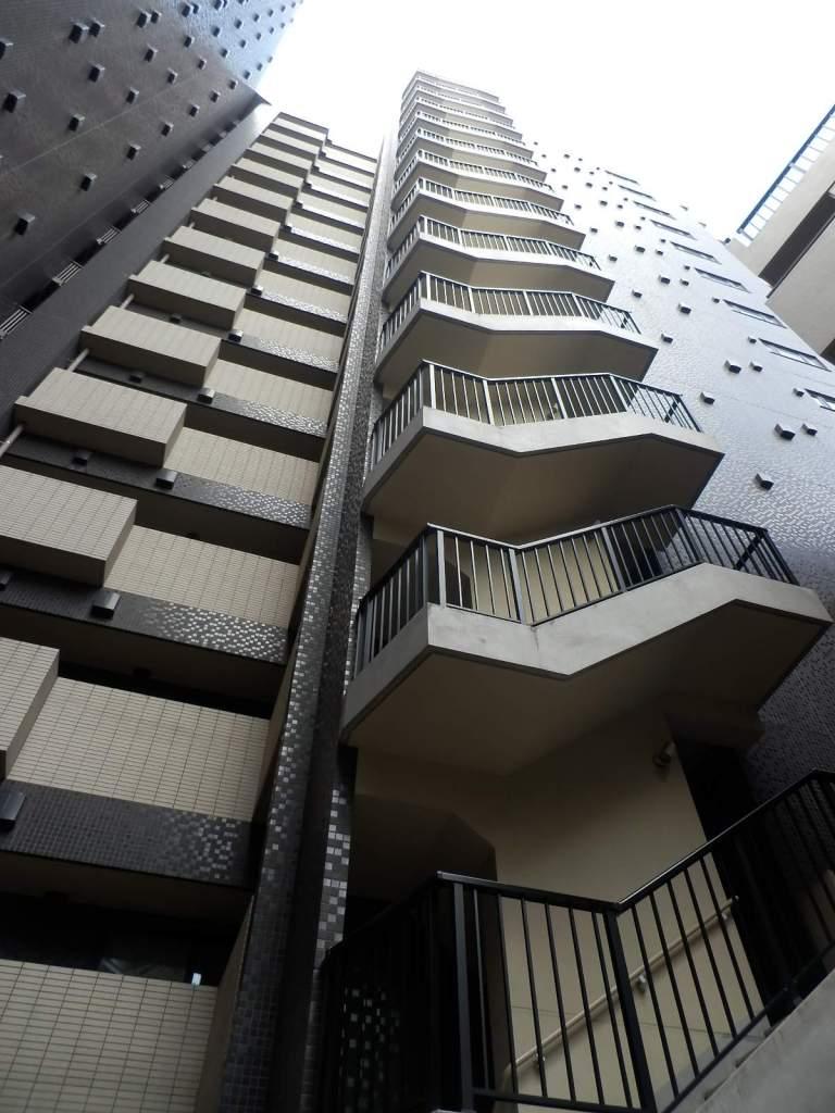 東京都千代田区、淡路町駅徒歩3分の築9年 14階建の賃貸マンション
