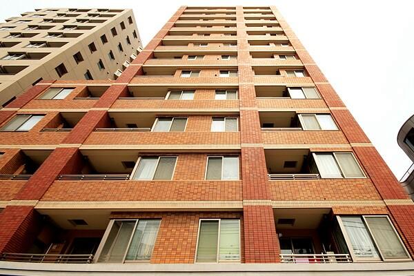 東京都文京区、巣鴨駅徒歩10分の築11年 13階建の賃貸マンション