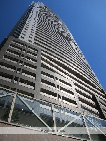 東京都港区、浜松町駅徒歩3分の築13年 56階建の賃貸マンション