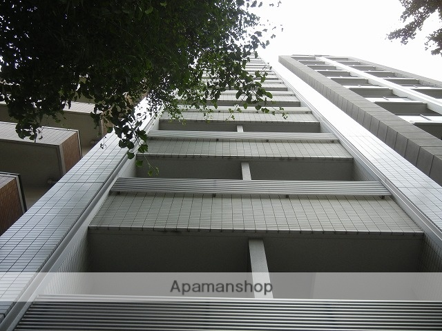 東京都港区、浜松町駅徒歩6分の築10年 15階建の賃貸マンション