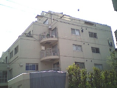 東京都港区、高輪台駅徒歩13分の築39年 5階建の賃貸マンション