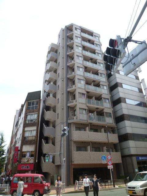 東京都台東区、鶯谷駅徒歩4分の築13年 11階建の賃貸マンション