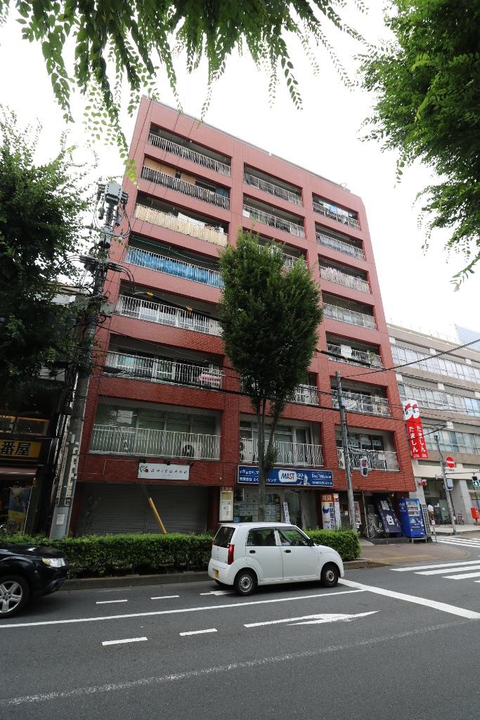 東京都武蔵野市、吉祥寺駅徒歩26分の築40年 9階建の賃貸マンション