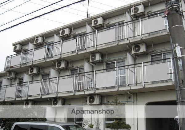 東京都三鷹市、千歳烏山駅徒歩21分の築28年 3階建の賃貸マンション