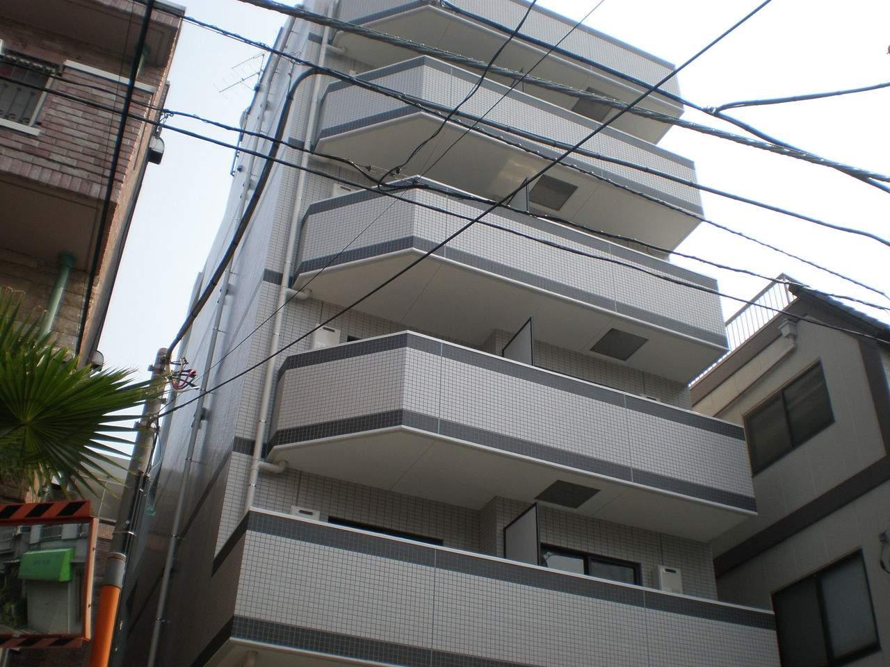 東京都新宿区、信濃町駅徒歩4分の築9年 8階建の賃貸マンション