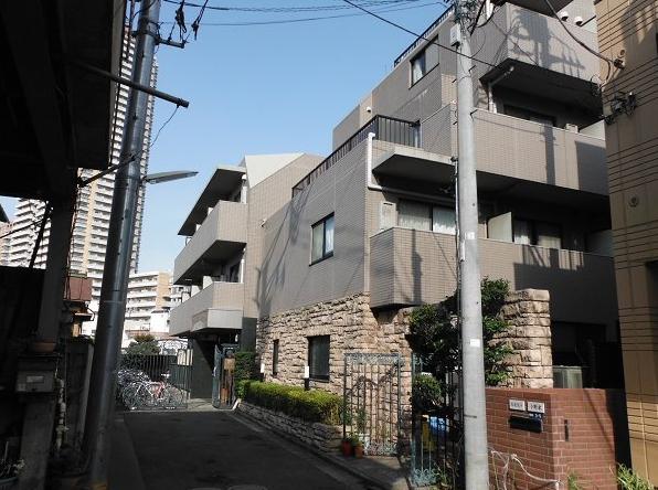 東京都新宿区、四谷三丁目駅徒歩12分の築17年 5階建の賃貸マンション