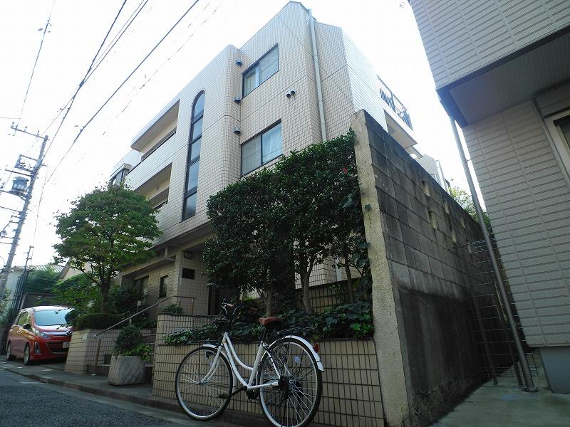 東京都新宿区、早稲田駅徒歩11分の築27年 3階建の賃貸マンション