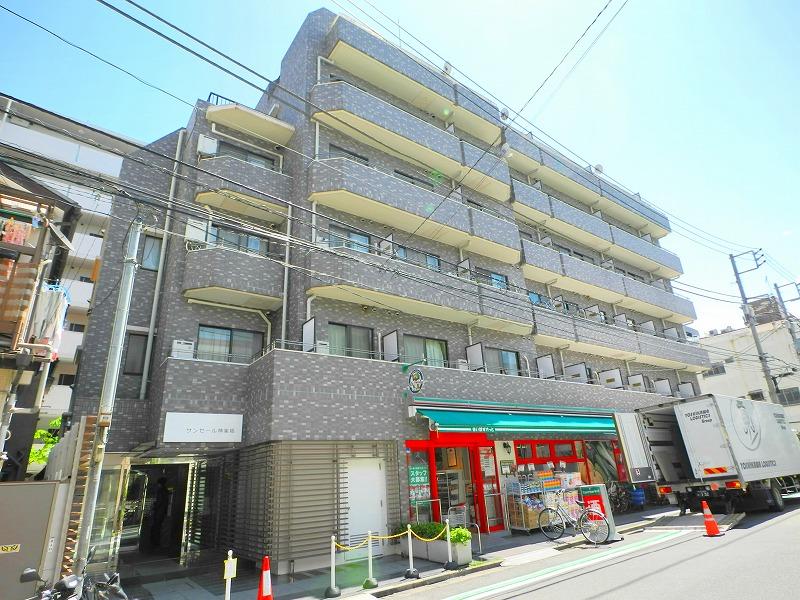東京都新宿区、飯田橋駅徒歩15分の築26年 6階建の賃貸マンション