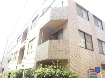 東京都新宿区、千駄ケ谷駅徒歩9分の築27年 3階建の賃貸マンション