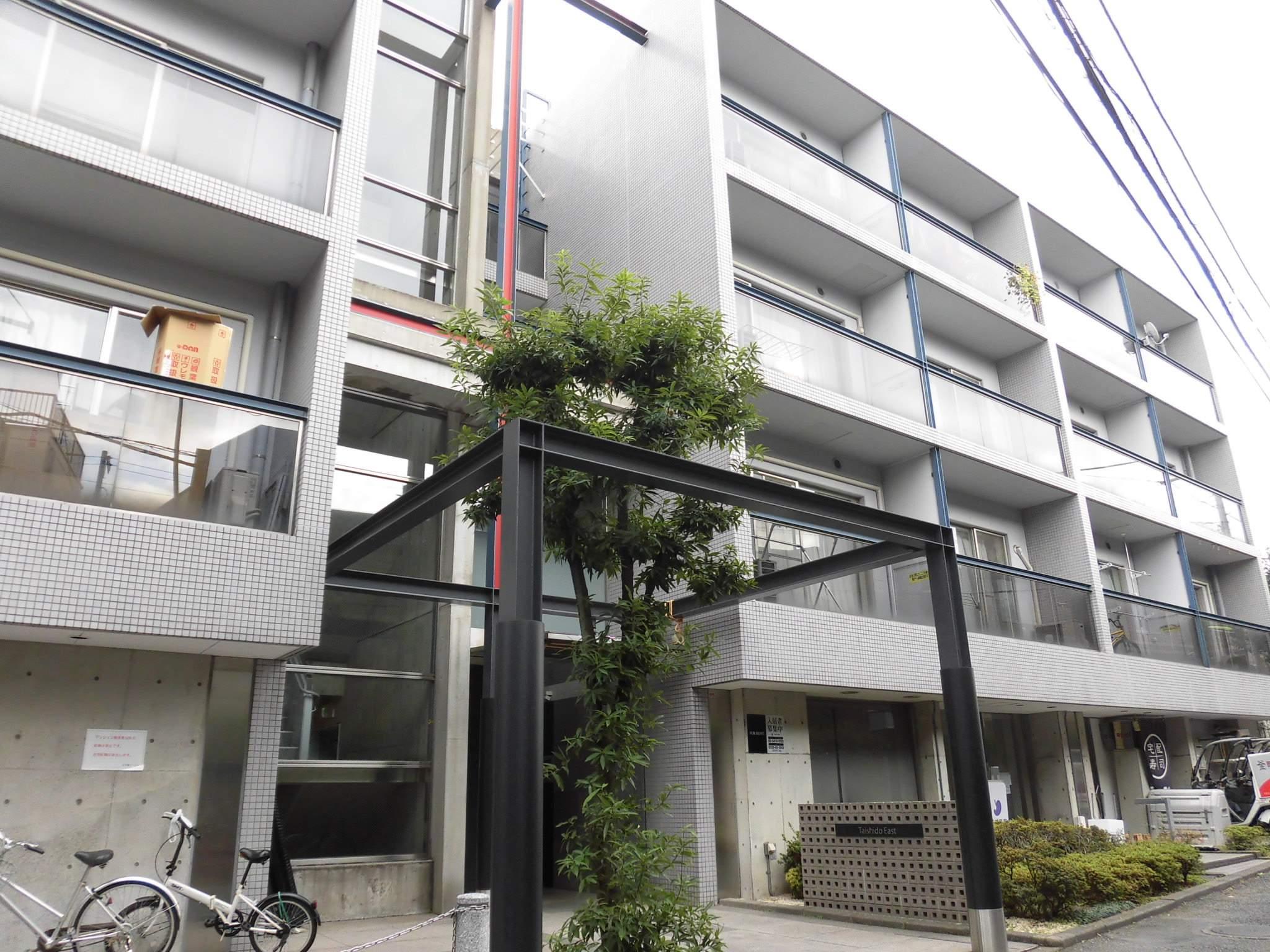 東京都世田谷区、三軒茶屋駅徒歩7分の築25年 4階建の賃貸マンション