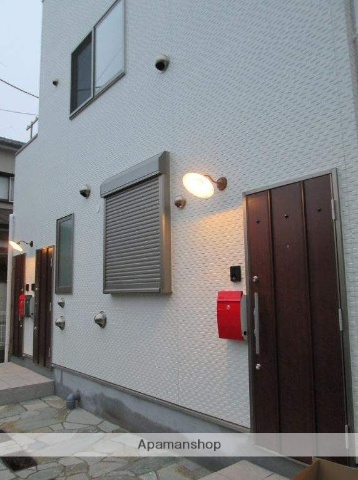 東京都三鷹市、三鷹駅バス9分西ヶ原下車後徒歩3分の築1年 3階建の賃貸アパート