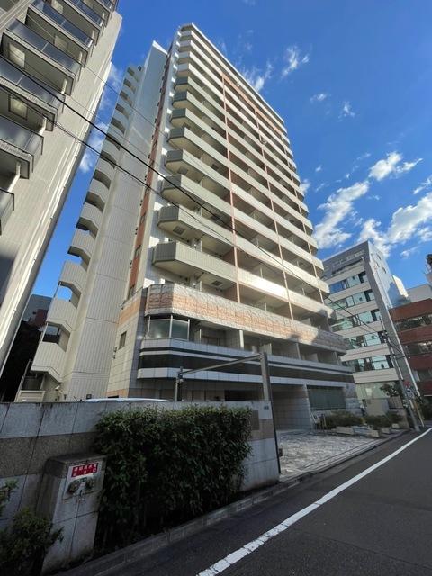 東京都新宿区、四谷三丁目駅徒歩12分の築8年 15階建の賃貸マンション