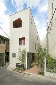 東京都文京区、後楽園駅徒歩8分の築3年 3階建の賃貸アパート
