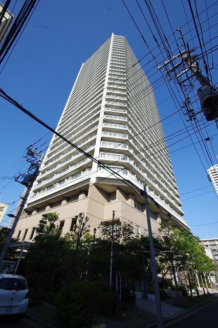 東京都江東区、門前仲町駅徒歩22分の築10年 32階建の賃貸マンション