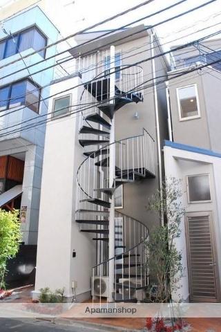 東京都杉並区、高円寺駅徒歩3分の築3年 3階建の賃貸アパート
