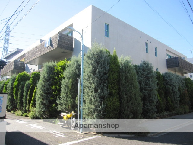 東京都杉並区、高円寺駅徒歩17分の築13年 3階建の賃貸マンション