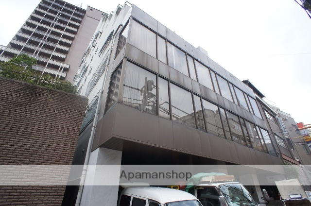 東京都渋谷区、原宿駅徒歩12分の築44年 8階建の賃貸マンション
