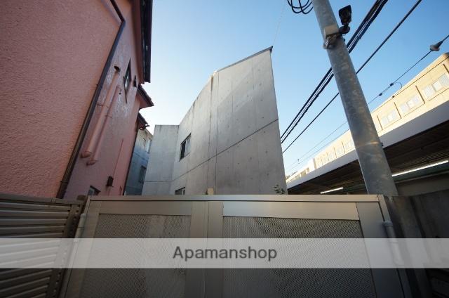 東京都目黒区、神泉駅徒歩14分の築8年 3階建の賃貸マンション