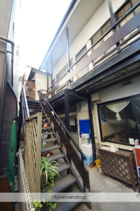 東京都新宿区、信濃町駅徒歩6分の築55年 2階建の賃貸アパート