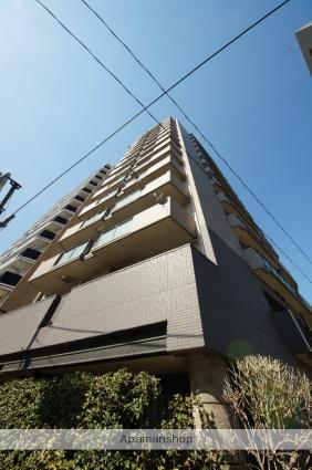 東京都新宿区、新宿三丁目駅徒歩10分の築17年 14階建の賃貸マンション