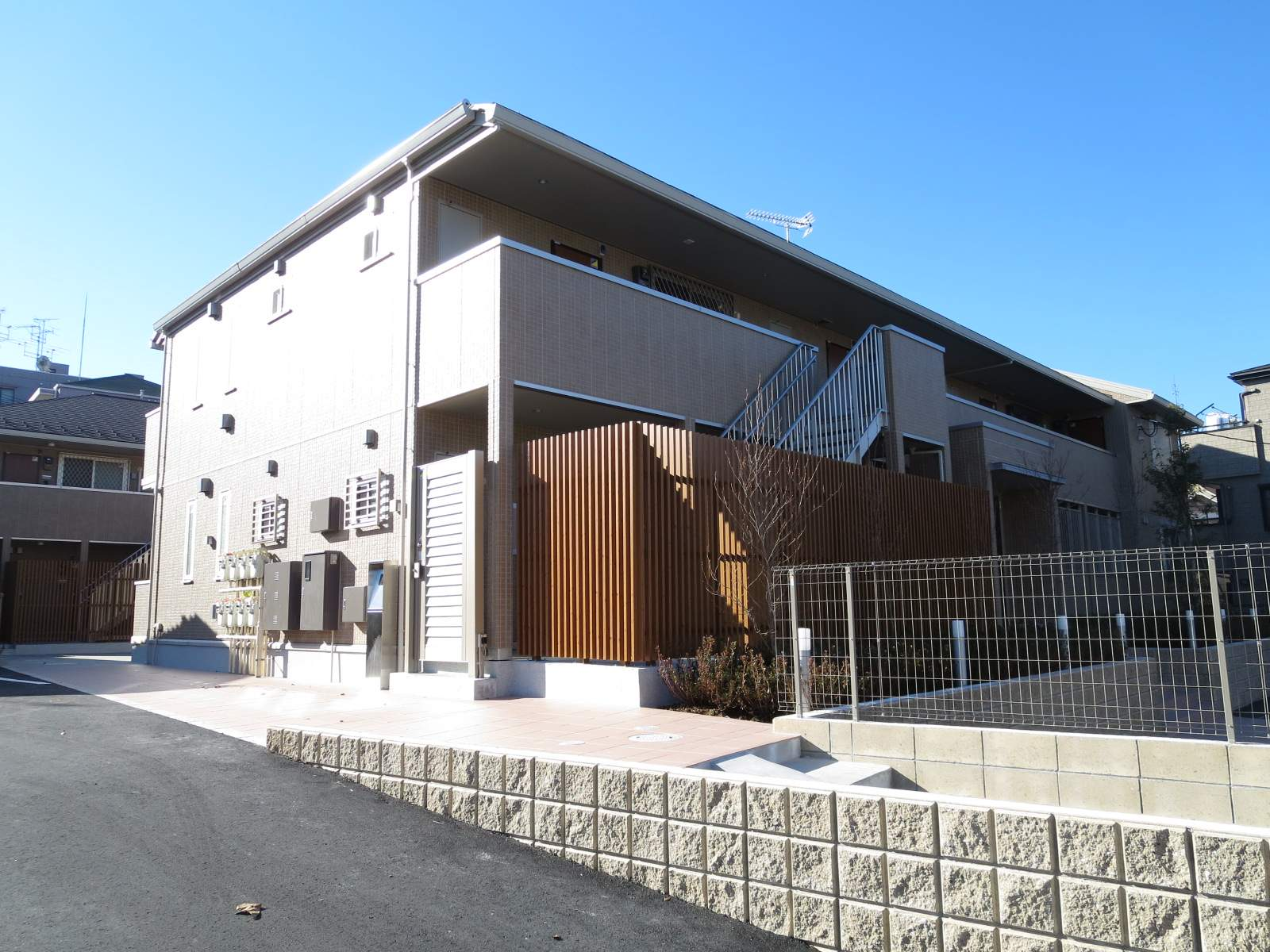 東京都北区、北赤羽駅徒歩18分の築2年 2階建の賃貸アパート