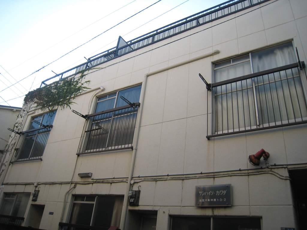 東京都北区、十条駅徒歩2分の築40年 3階建の賃貸アパート