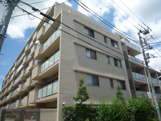 東京都杉並区、西荻窪駅後徒歩4分の築9年 6階建の賃貸マンション
