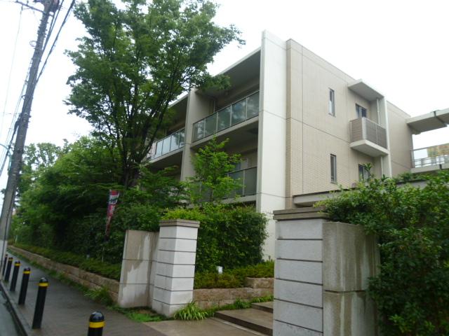 東京都小平市、国分寺駅徒歩18分の築8年 3階建の賃貸マンション
