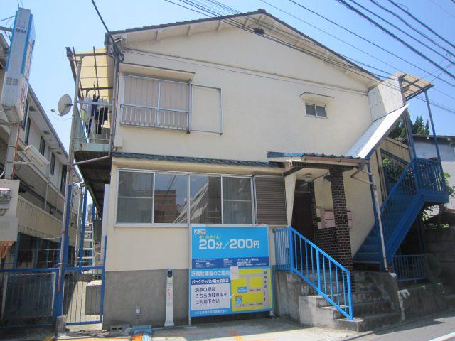東京都世田谷区、明大前駅徒歩1分の築20年 2階建の賃貸アパート