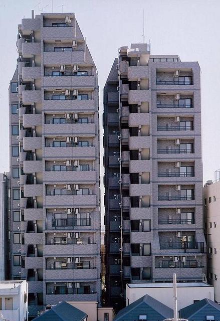 東京都渋谷区、初台駅徒歩8分の築14年 14階建の賃貸マンション