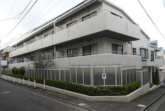 東京都世田谷区、三軒茶屋駅徒歩8分の築30年 3階建の賃貸マンション