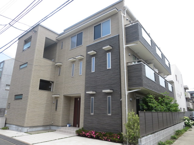 東京都世田谷区、駒沢大学駅徒歩11分の築1年 3階建の賃貸アパート