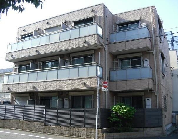東京都世田谷区、駒沢大学駅徒歩17分の築10年 3階建の賃貸マンション