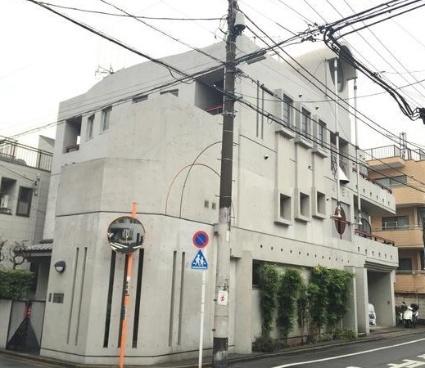 東京都世田谷区、三軒茶屋駅徒歩7分の築28年 3階建の賃貸マンション